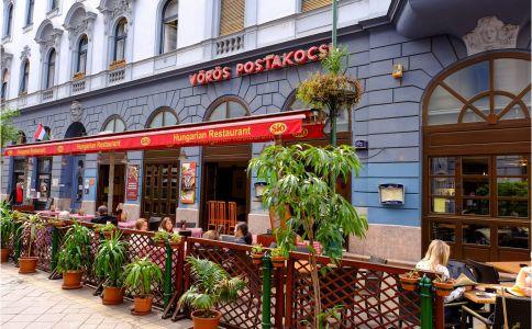 Vörös Postakocsi Étterem