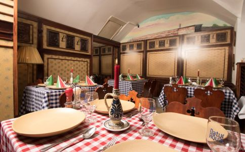Hungaro Taverna