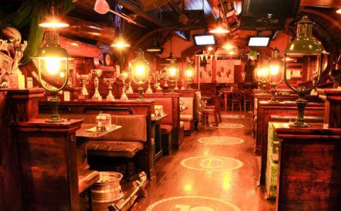 Champs Sport Pub