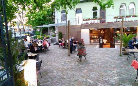Ypsilon Café és Étterem