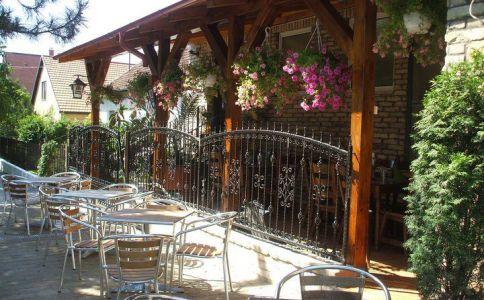 Két Fenyő Étterem