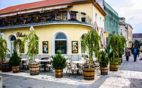 Menta Cafe & Lounge