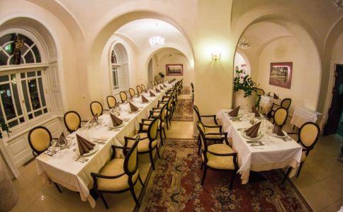 Hotel Kristály & Esterházy Étterem